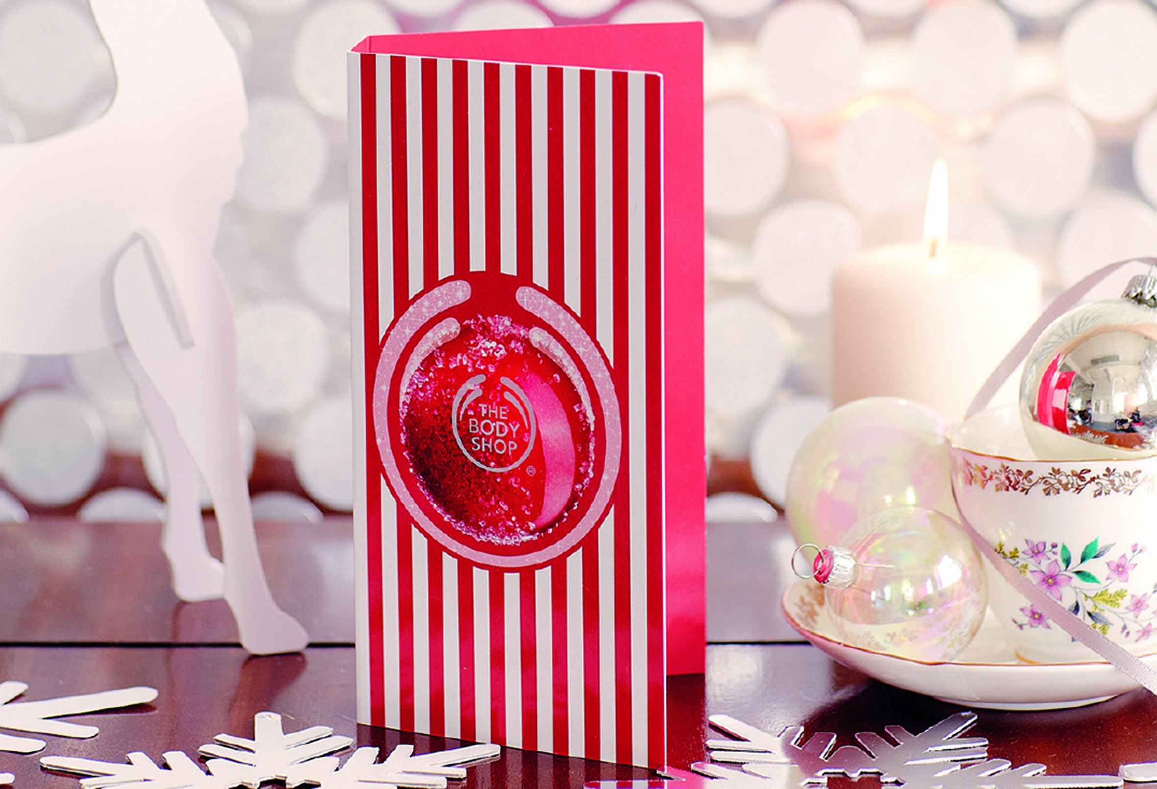 01-The-Body-Shop-Frosted-Cranberry-Greeting-Card-Lifestyle-Shot