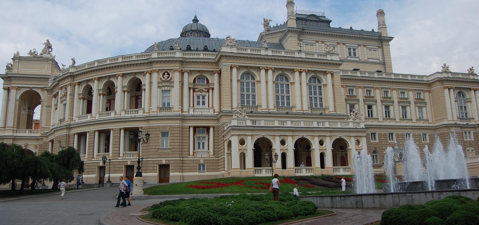 2008-08-11-ukraine-odessa-275-opera-house-9-stitch-1
