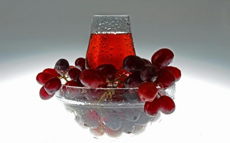 Red_grapes_juice