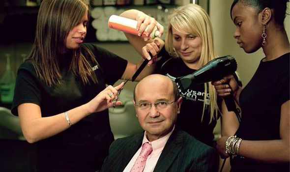 Toni-Mascolo-surrounded-by-hairdressers-554569