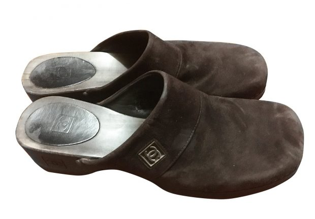 chanel-clogs