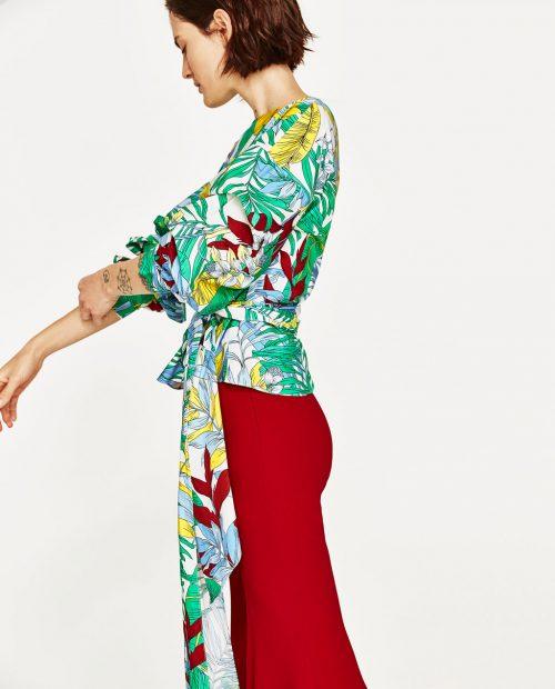 Τοπ με τροπικά σχέδια Zara Ανοιξη 2017